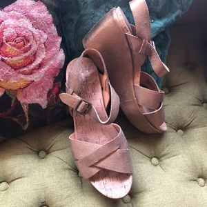 KorkEase 👑 Metallic Gold Leather Sandal Heels 10